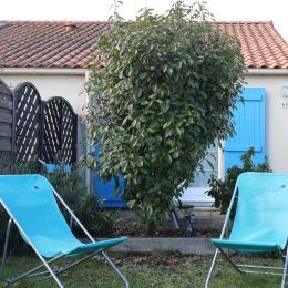 vue du jardin - Location de vacances - Saint-Michel-Chef-Chef