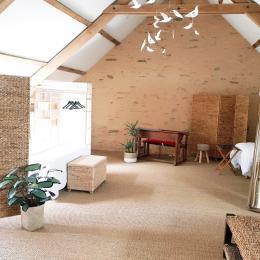 Une belle salle sous combles confortable et entièrement indépendante pour amis ou une famille (capacité 6 pers.) - Chambre d'hôtes - Le Pin