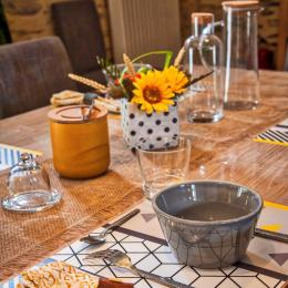 petit-dejeuner dans la pièce commune ou sur la terrasse aux beaux jours! - Chambre d'hôtes - Le Pin