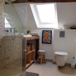 Salle d'eau lumineuse commune (cigogne-héron) - Chambre d'hôtes - Le Pin