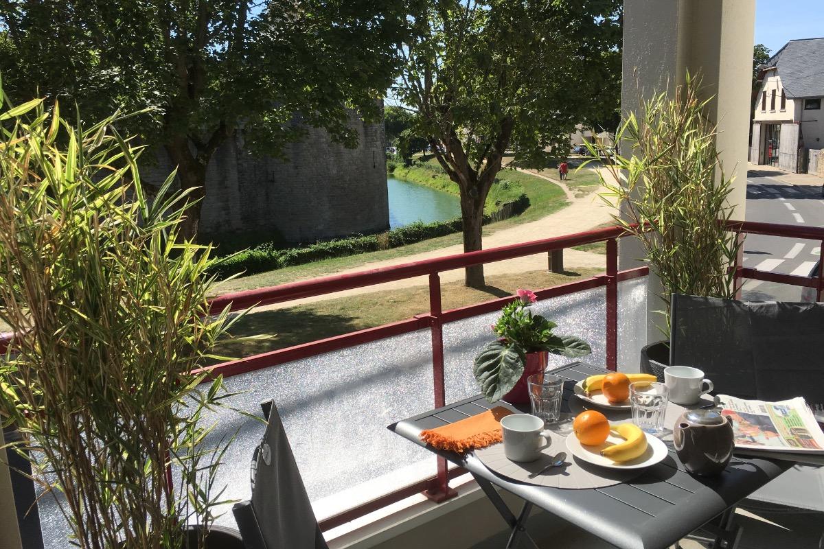 Petit déjeuner face aux remparts de Guérande - Location de vacances - Guérande