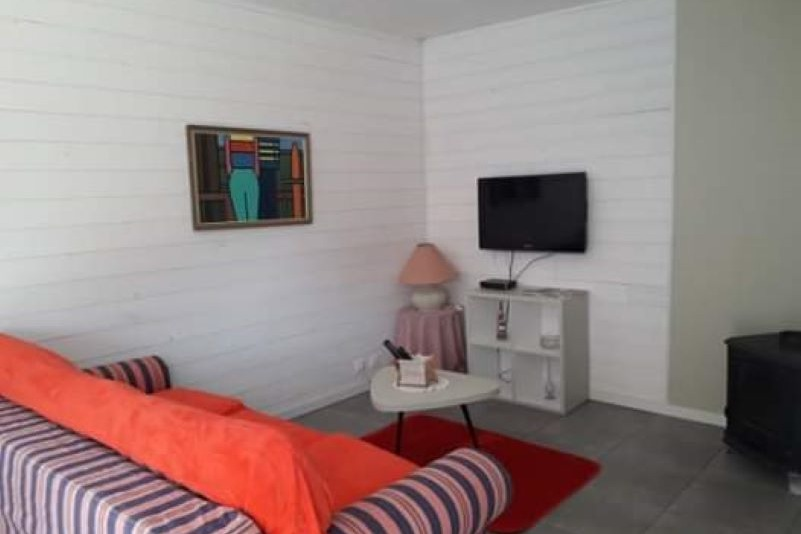 salon détente avec TV et couchage 160 - Location de vacances - Le Croisic