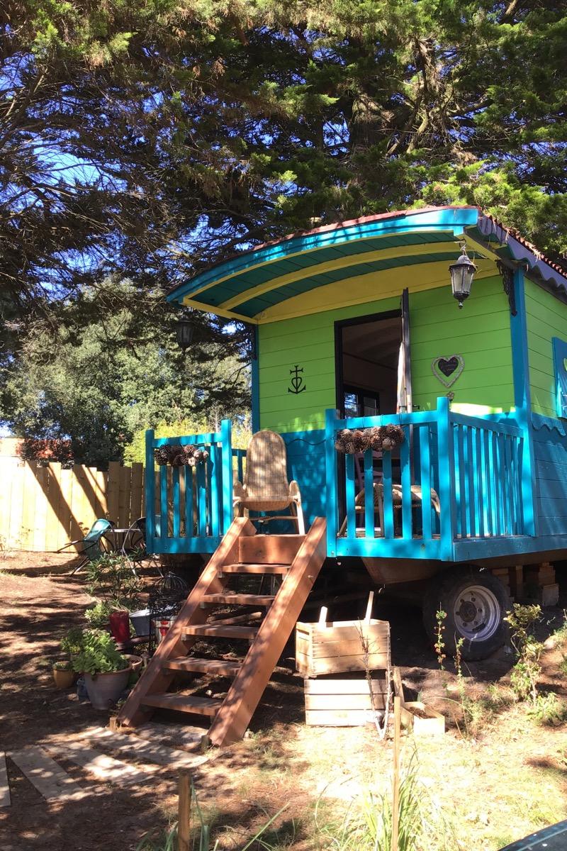 Nichée dans notre jardin, la roulotte «la bohème de cocagne» Juste par hasard  - Chambre d'hôtes - Saint-Michel-Chef-Chef