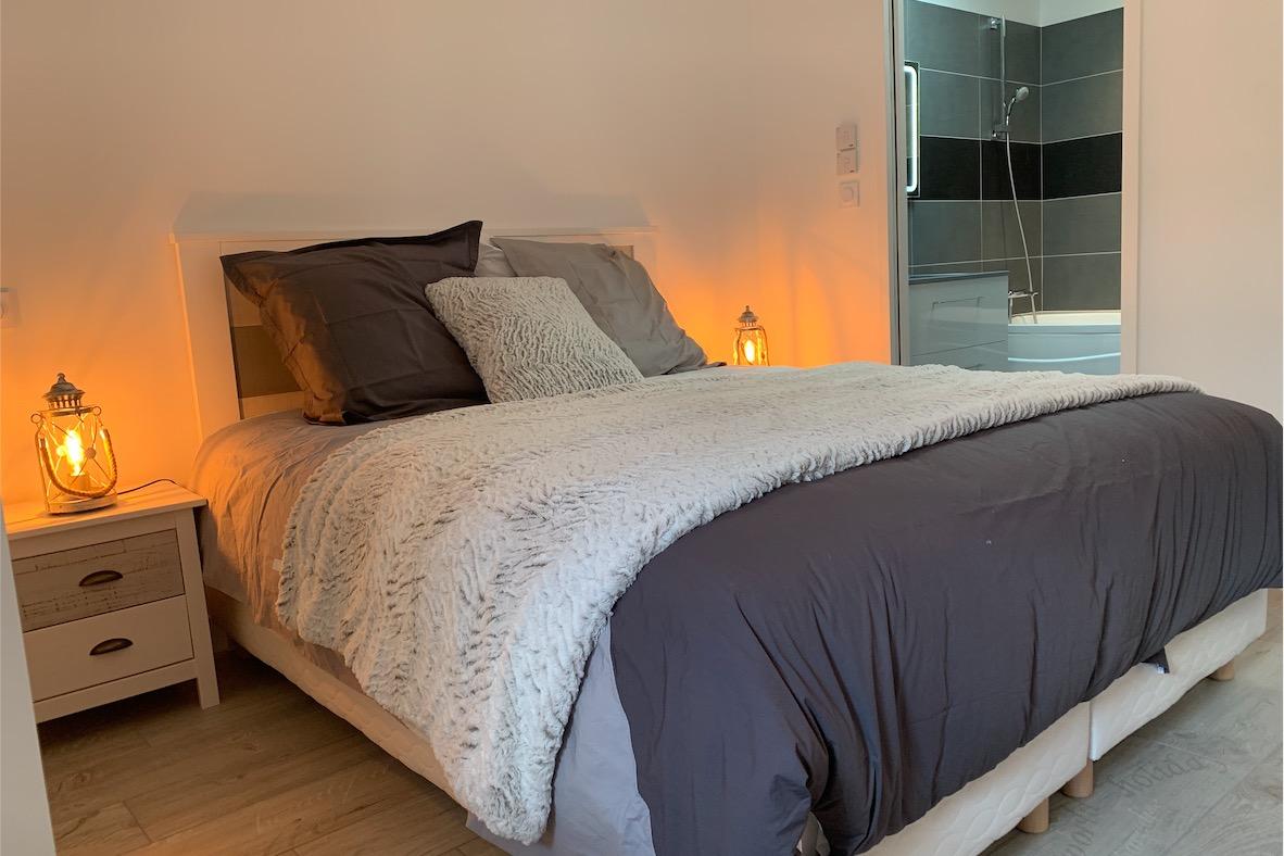 Chambre 1 avec lit de 160  - Location de vacances - Saint-Michel-Chef-Chef