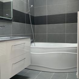 Salle de bain attenante à la chambre 1  - Location de vacances - Saint-Michel-Chef-Chef