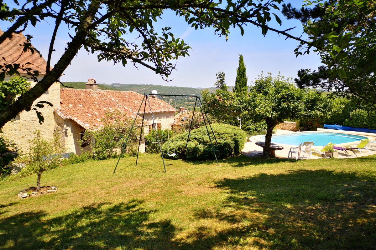 GITE , PISCINE et cuisine d'été - Location de vacances - Aujols