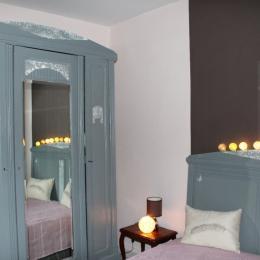 Chambre avant - Location de vacances - Luzech