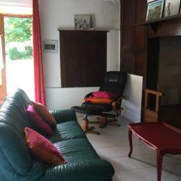 @N Coldefy Séjour, côté salon vue sur jardin et cantou - Location de vacances - Saint-Sauveur-la-Vallée