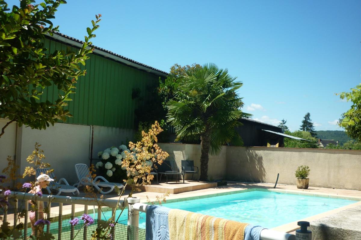 Piscine sécurisée - Location de vacances - Pinsac