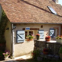 Côté entrée - Location de vacances - Lamothe-Cassel