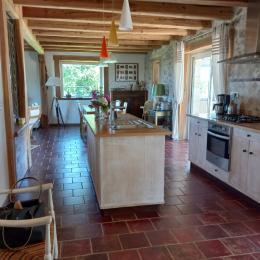 Pièce à vivre : la salle à manger - Location de vacances - Lacam-d'Ourcet