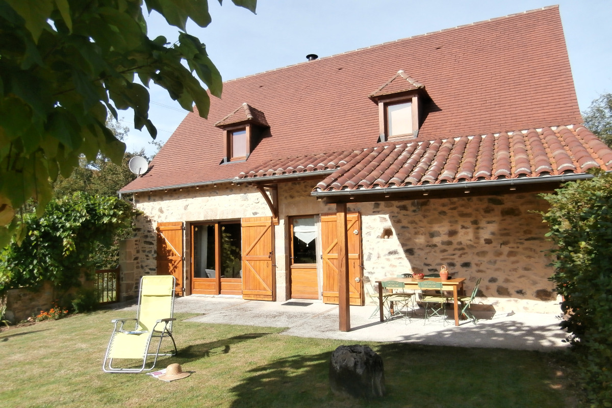 gîte de Trézagou :terrasse côté jardin - Location de vacances - Saint-Céré
