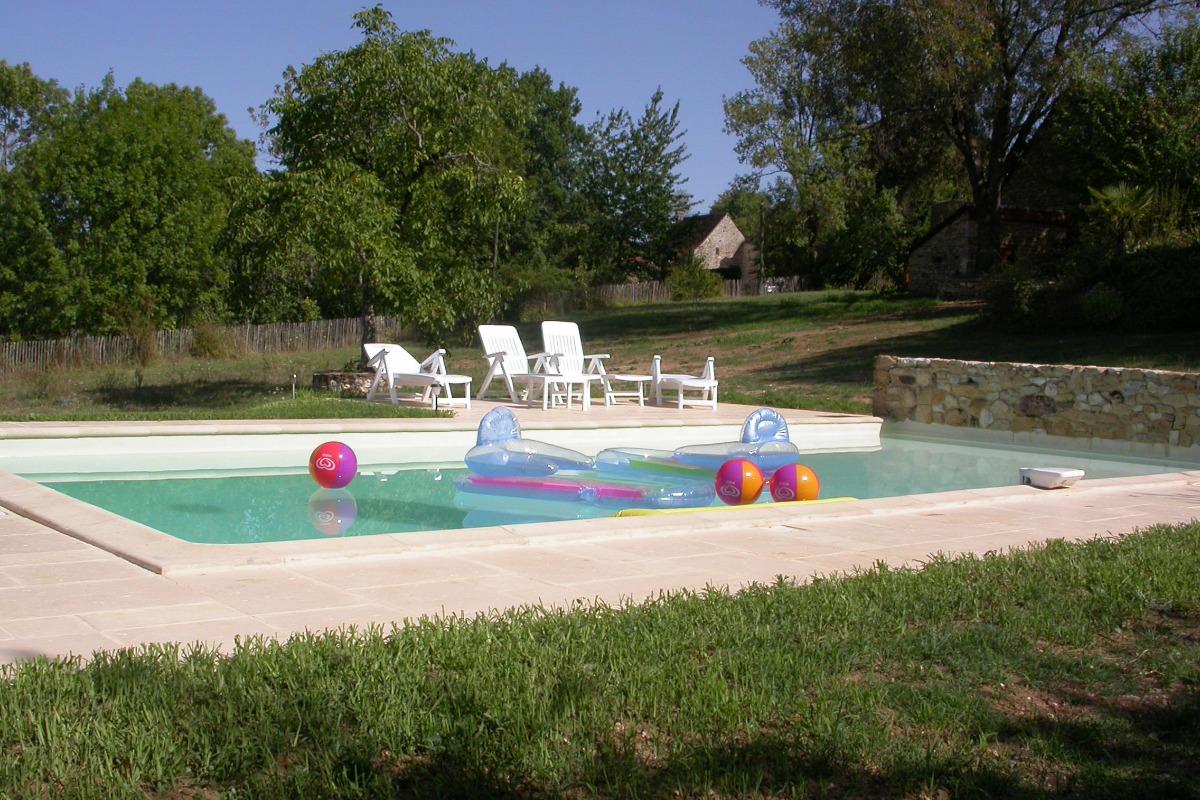 La piscine - Location de vacances - Nadaillac-de-Rouge