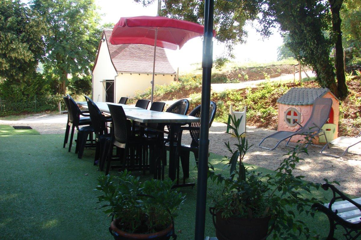 salon  de jardin côte cour et garage  - Location de vacances - Lacave