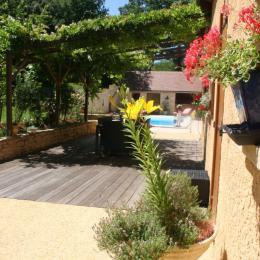 terrasse Nord Ouest ( bureau et jacuzzi )  - Location de vacances - Le Roc
