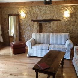 Les canapés du salon  - Location de vacances - Milhac