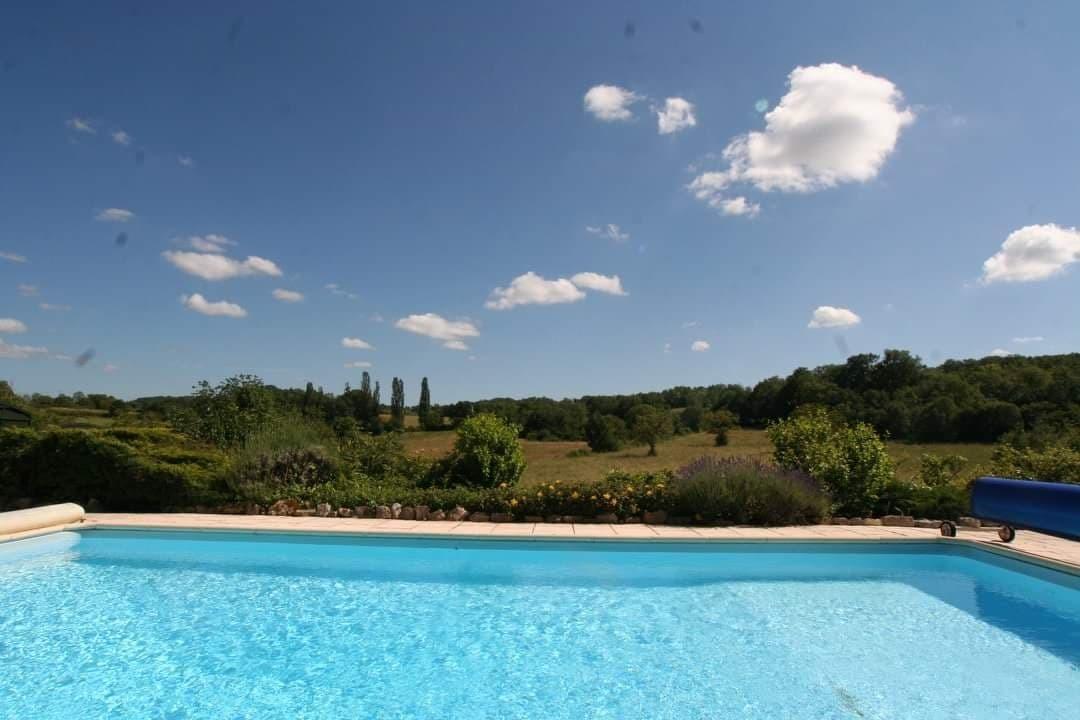 Grand gite de charme avec piscine privative dans le Lot - piscine avec vue préservée - Location de vacances - Ginouillac