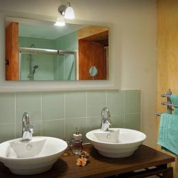 Le Parc Naturel Régional Des Causses Du Quercy - Salle d'eau - Suite Cassiopée - Chambre d'hôtes - Espédaillac