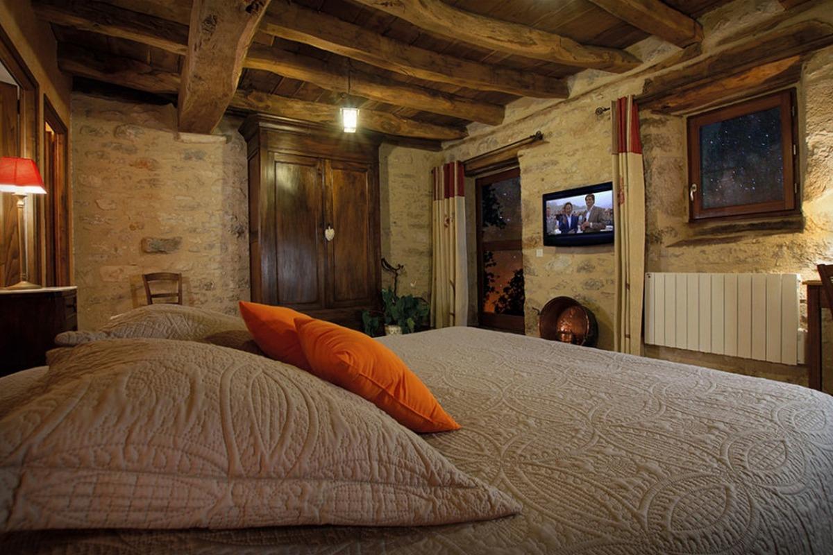 Charme des pierres dans le Quercy : chambre Voie Lactée - Chambre d'hôtes - Espédaillac