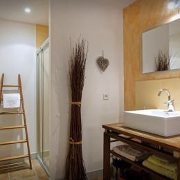 Maison d'hôtes dans le Lot : Salle d'eau  Voie Lactée - Chambre d'hôtes - Espédaillac