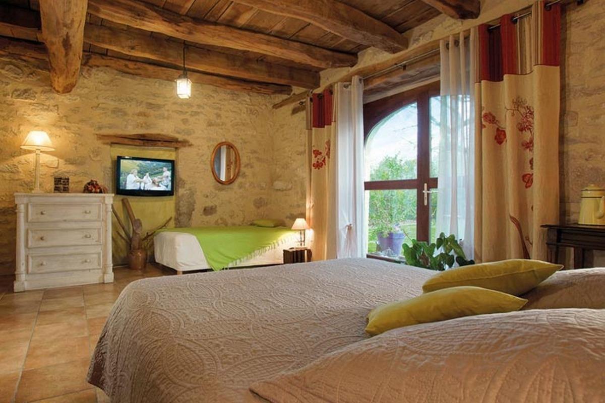 Maison d'hôtes et de charme dans le Lot - Chambre en rez de jardin Grande Ourse - Chambre d'hôtes - Espédaillac