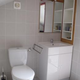 Salle de bain dans chambre du haut - Location de vacances - Viazac