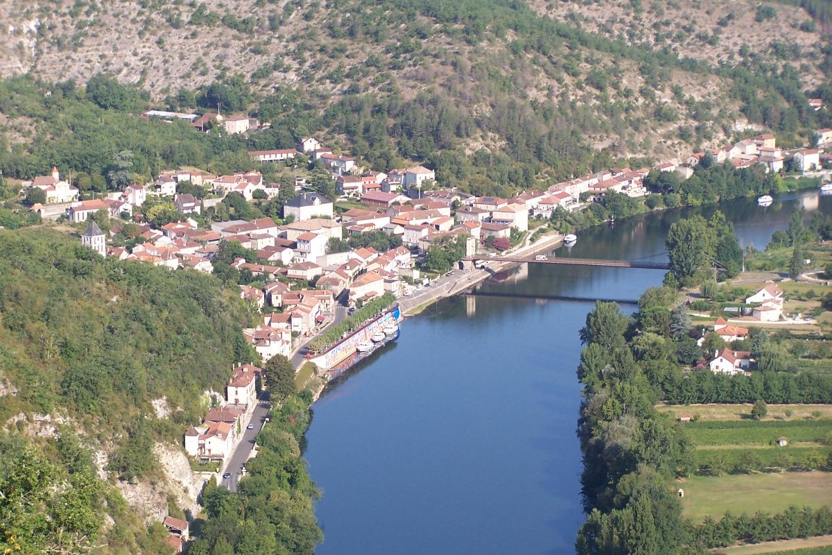 Le village vu des hauteurs des Cévennes - Location de vacances - Douelle