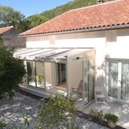 la terrasse, l'accès chambre 1 (EST) - Location de vacances - Douelle