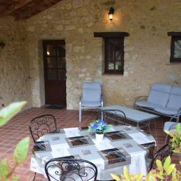 Terrasse couverte du gîte - Location de vacances - Pinel-Hauterive