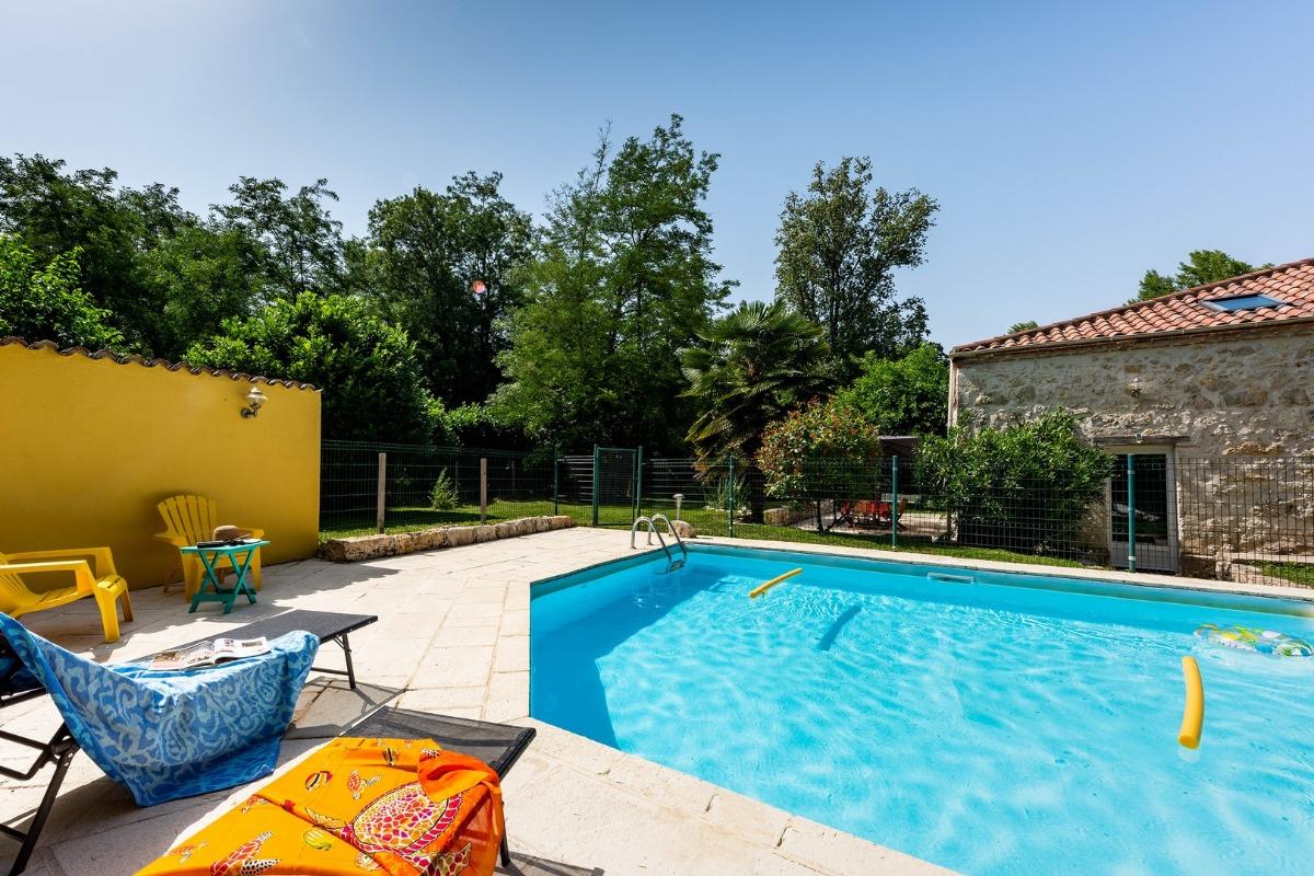 Une piscine sécurisée - Location de vacances - Saint-Pierre-de-Clairac