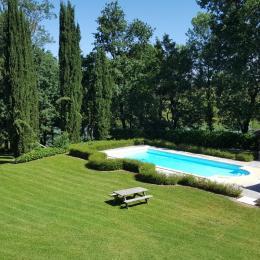 Vue du Pavillon et de la piscine - Location de vacances - Montignac-de-Lauzun
