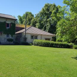 VUE ARRIÈRE AVEC ACCÈS A LA PISCINE - Location de vacances - Montignac-de-Lauzun