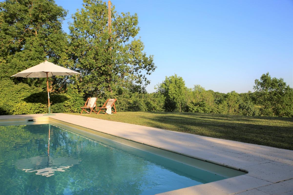 Vue sur une partie de l'ensemble de 3 gîtes avec la deuxième piscine, www.boulede.com - Location de vacances - Monflanquin