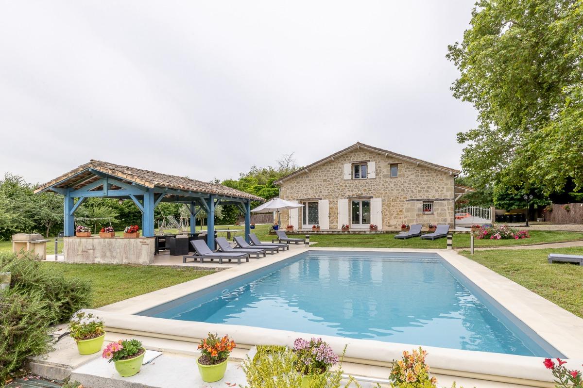 G te de lespiland ancienne grange restaur e 5 chambres - Village vacances dordogne piscine ...
