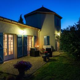 Petite terrasse, salon de jardin pour moments plus intimes - Location de vacances - Buzet-sur-Baïse
