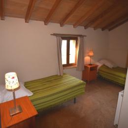 chambre double lits + lit bébé - Location de vacances - Dolmayrac
