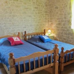 Chambre 1 lit 140 - Location de vacances - Thézac