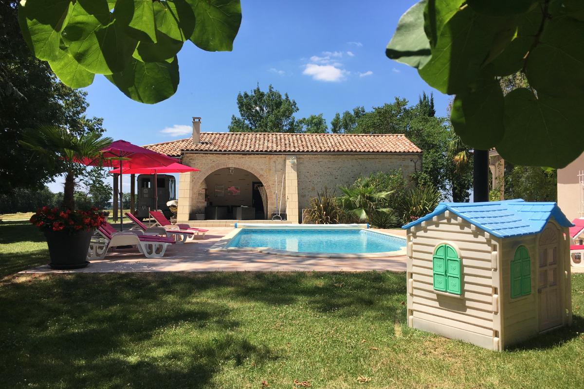 vue sur la piscine - Location de vacances - Layrac