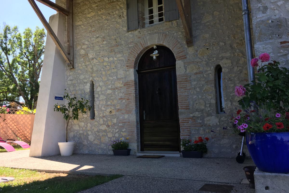 L'entrée du gite des Cedres - Location de vacances - Layrac