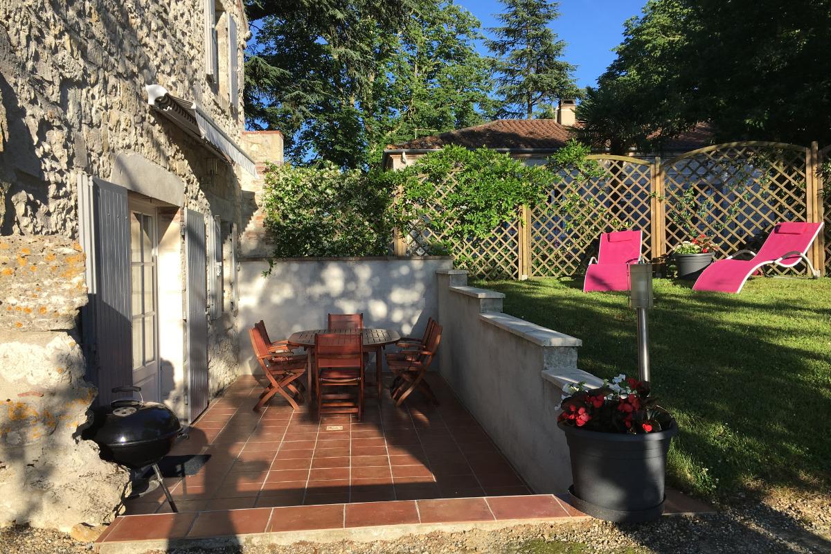 Terrasse privée avec salon,transat, barbecue ,store electrique  - Location de vacances - Layrac