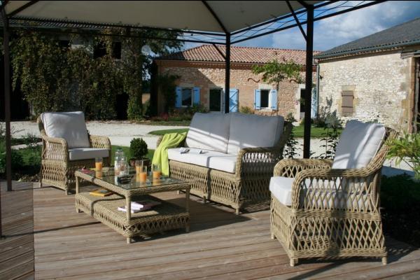 Salon bas sous la tonnelle à côté de la piscine - Location de vacances - Lacaussade