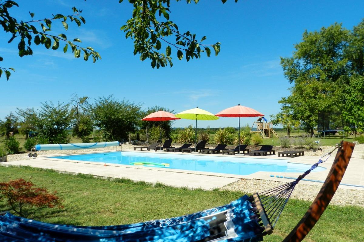 piscine vue du hamac - Location de vacances - Bourran
