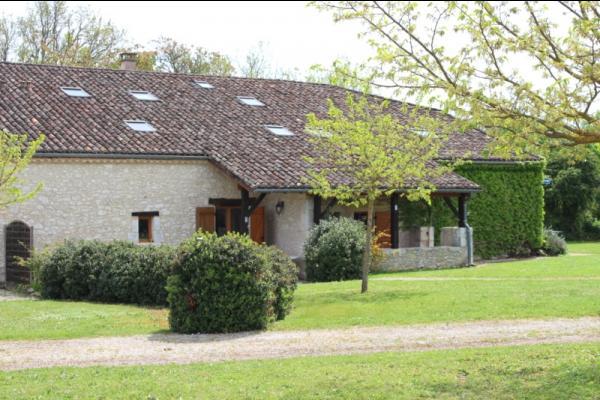 Parc et entrée du Gîte 2 Les Laurières - Location de vacances - Monflanquin