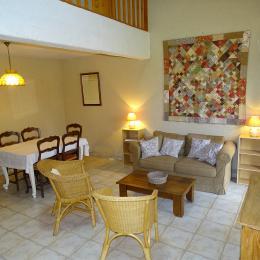 Gîte Les Laurières - Le Vignal - Salon - Salle à manger - Location de vacances - Monflanquin