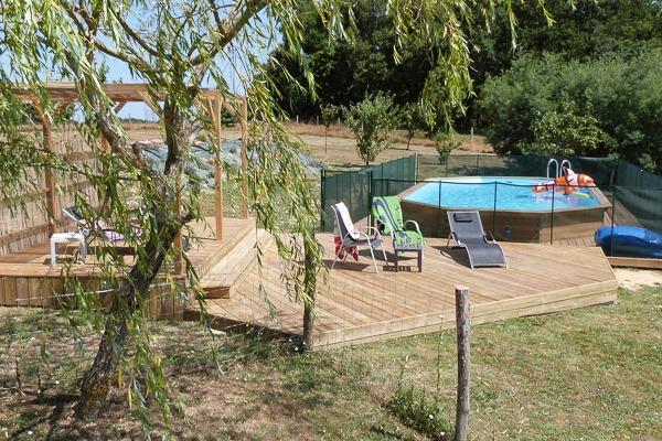 Piscine et terrasse - Location de vacances - Guérin
