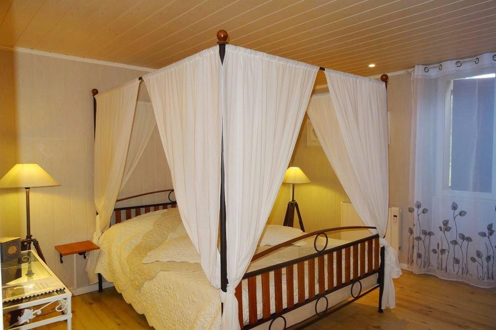La chambre Claire, joliment décorée, avec parc, grande terrasse et ...