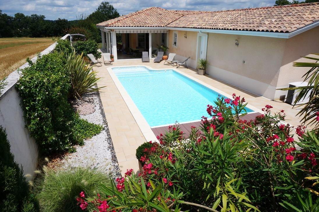 Piscine et terrasse - Chambre d'hôtes - Pont-du-Casse