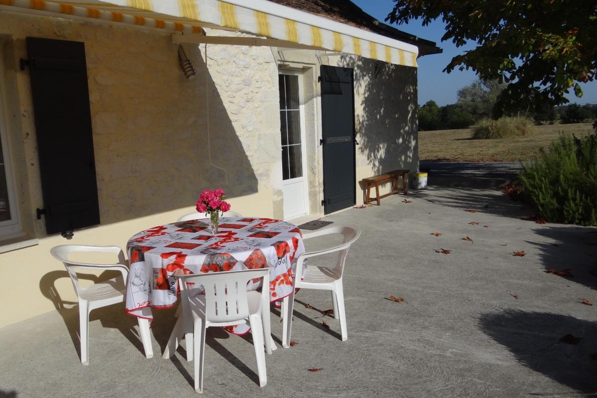 Terrasse Est - Location de vacances - Castillonnès