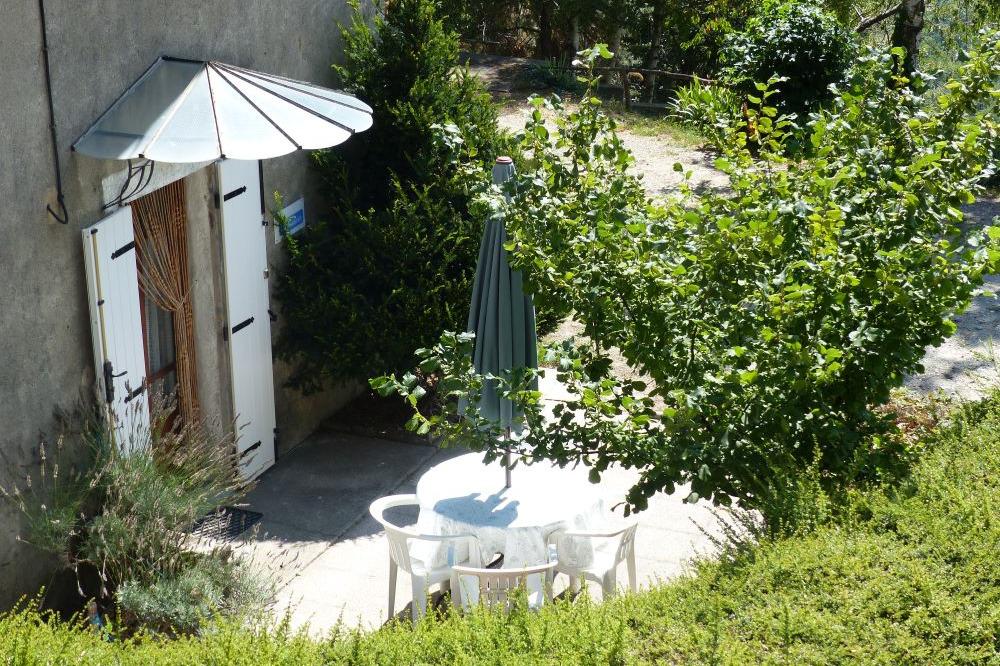 Terrasse abritée orientée plein Sud. - Location de vacances - Saint-André-Capcèze