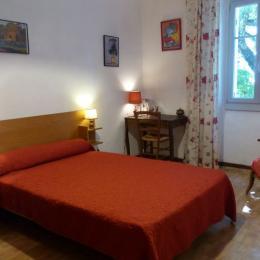Seconde chambre avec lit double à l'étage. - Location de vacances - Saint-André-Capcèze